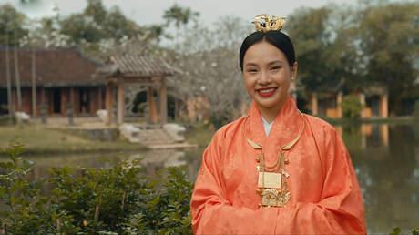 Hoàng Quý Muội - Xem phim cùng Đỗ Diễm